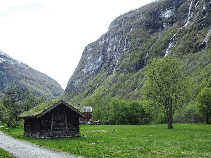 Jotunheimen Vettisfossen Hike